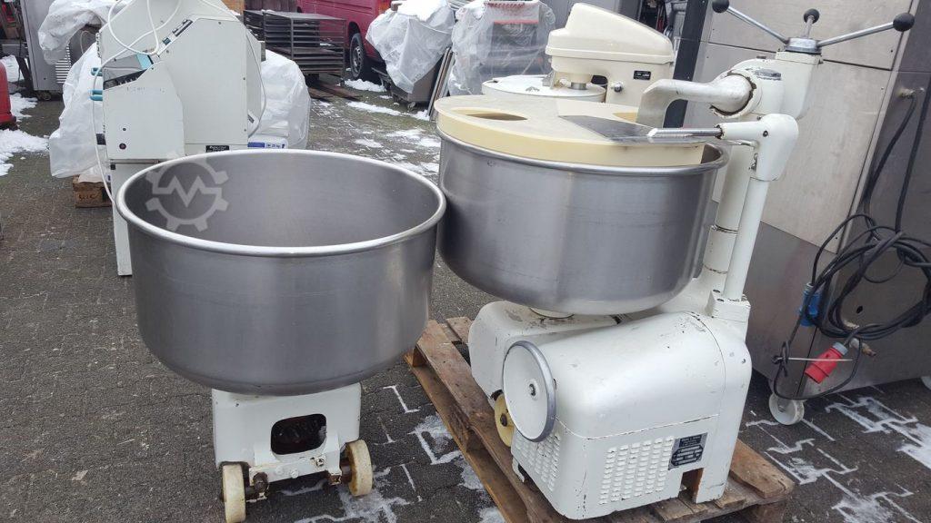 Diosna Hubkneter SP 120 A Plus mit 2 Edelstahlkessel Ausfahbar